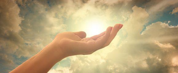Creștinismul este o credință publică. Deși adevăratul creștinism începe în interior, în profunzimea sufletului uman, el nu rămâne acolo. La fel ca vegetația de primăvară, creștinismul iese la lumină pentru a fi o mărturie a gloriei lui Dumnezeu și a puterii salvatoare a lui Isus Hristos.